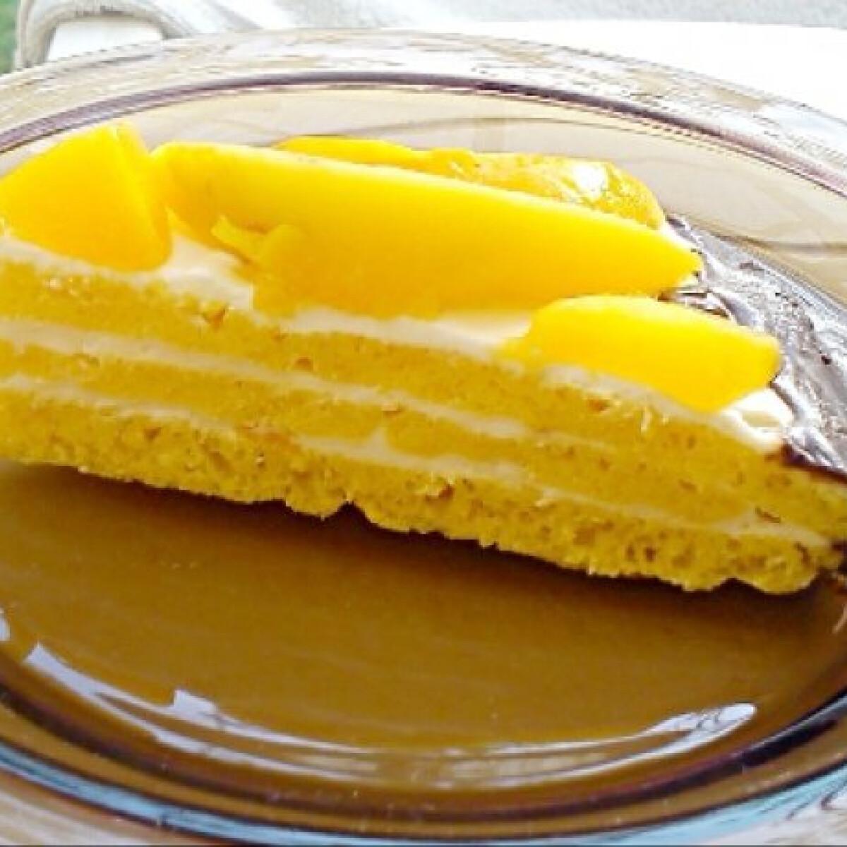 Ezen a képen: Barackos-mascarponés torta