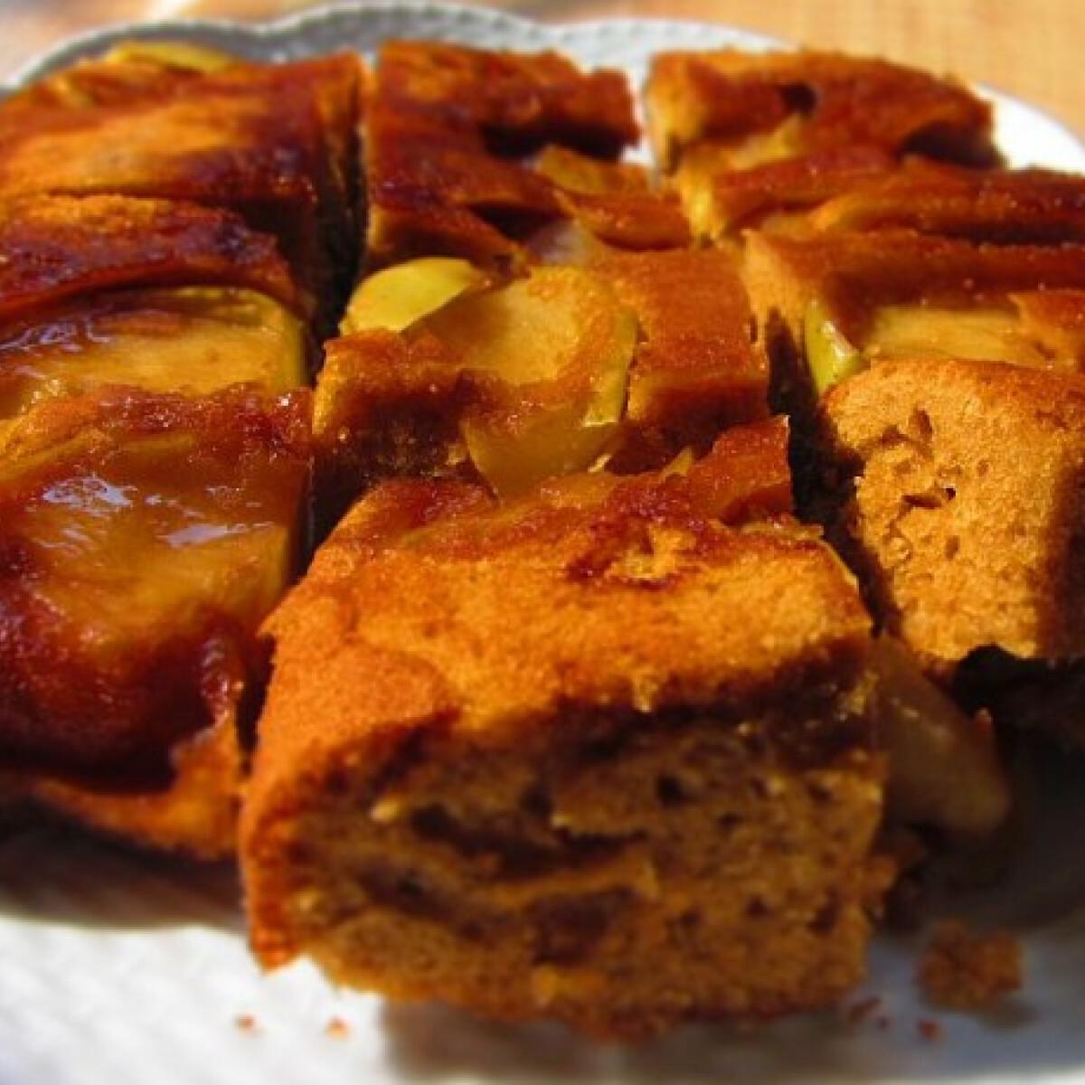 Ezen a képen: Kardamomos-körtés süti
