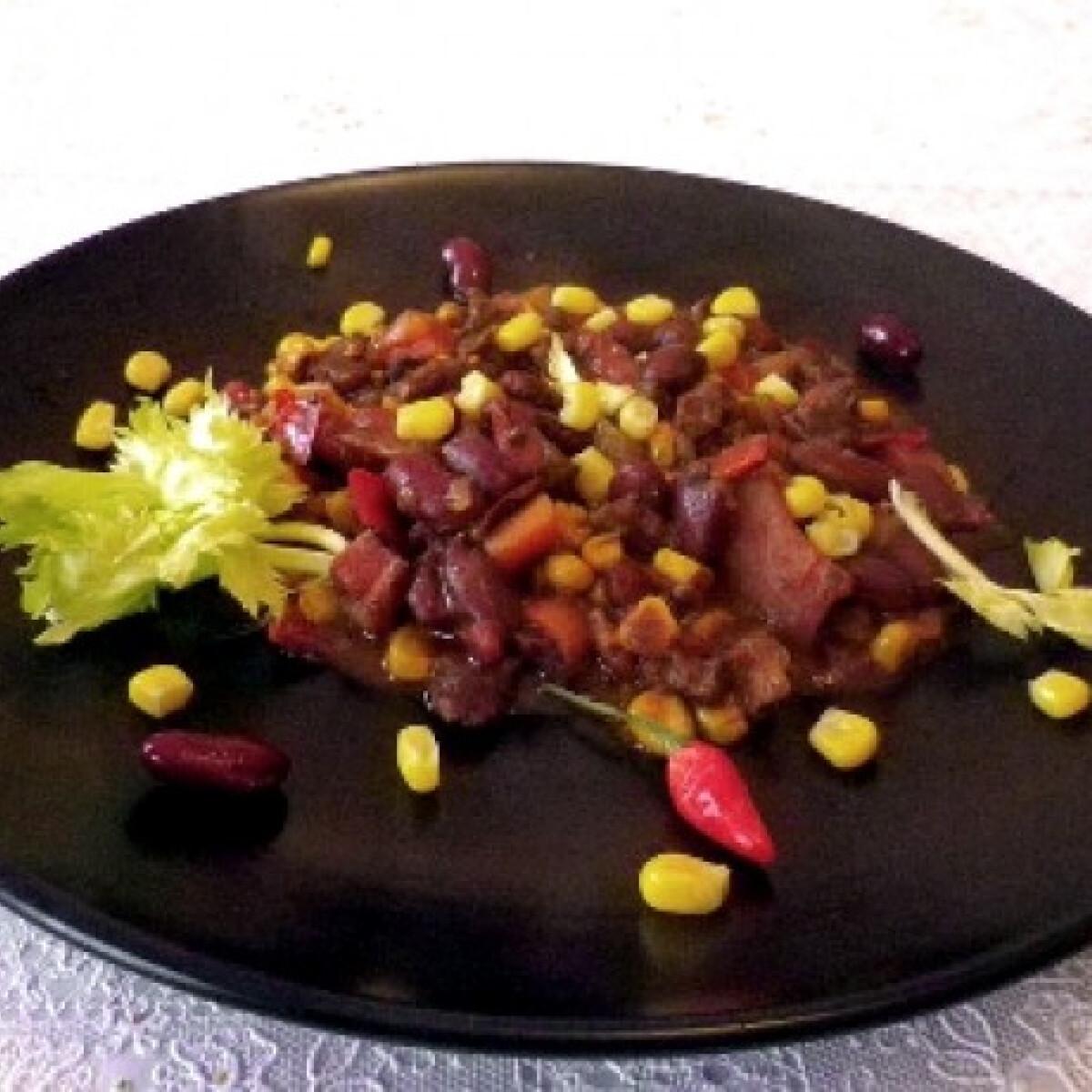 Ezen a képen: Sütőben készült chili con carne