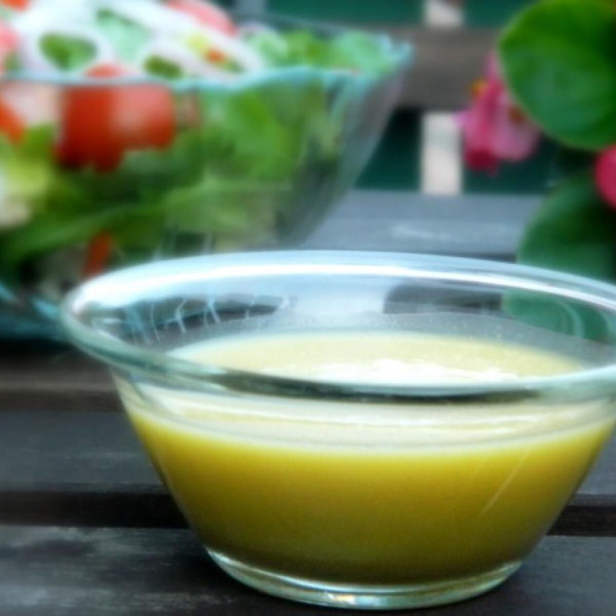 Ezen a képen: Mézes-mustáros salátaöntet