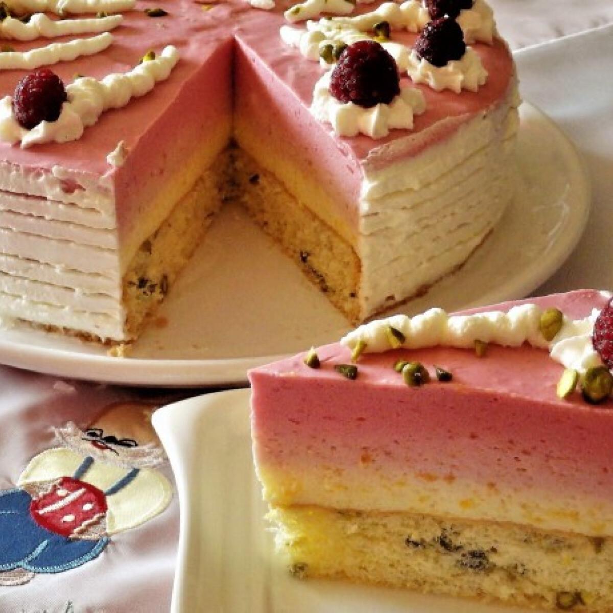 Ezen a képen: Barackos-málnás torta