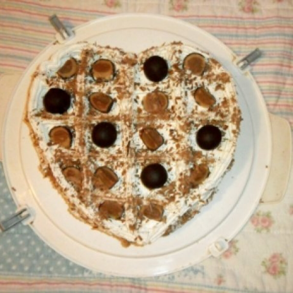 Ezen a képen: Mandulás szülinapi torta