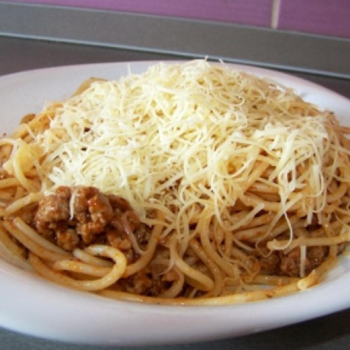 Ezen a képen: Paradicsomos spagetti Szegnik konyhájából