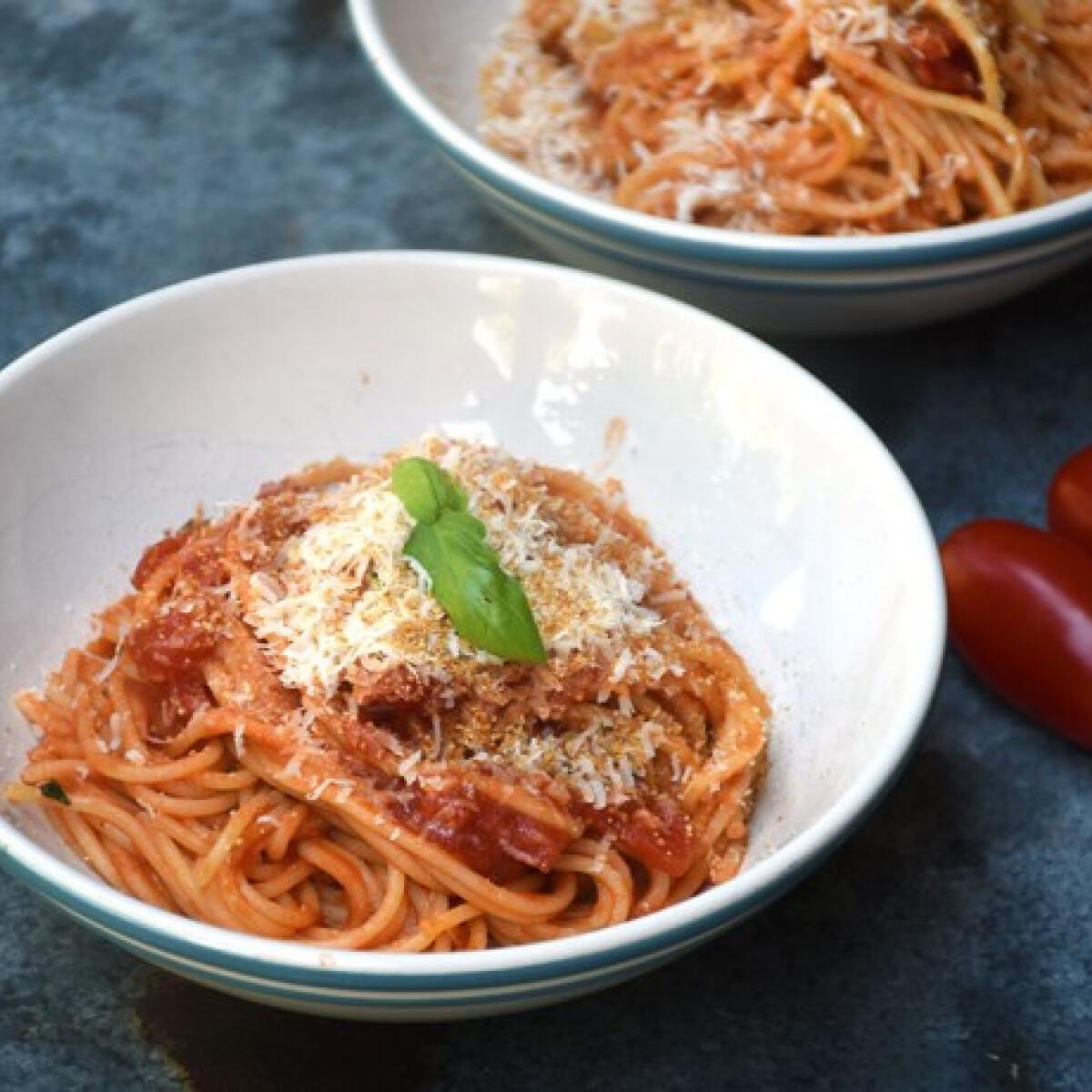 Ezen a képen: Jamie Oliver arrabiata spagettije