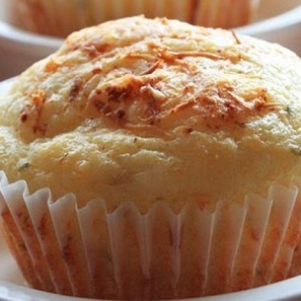 Ezen a képen: Sajtkrémes muffin belerejtett virslivel