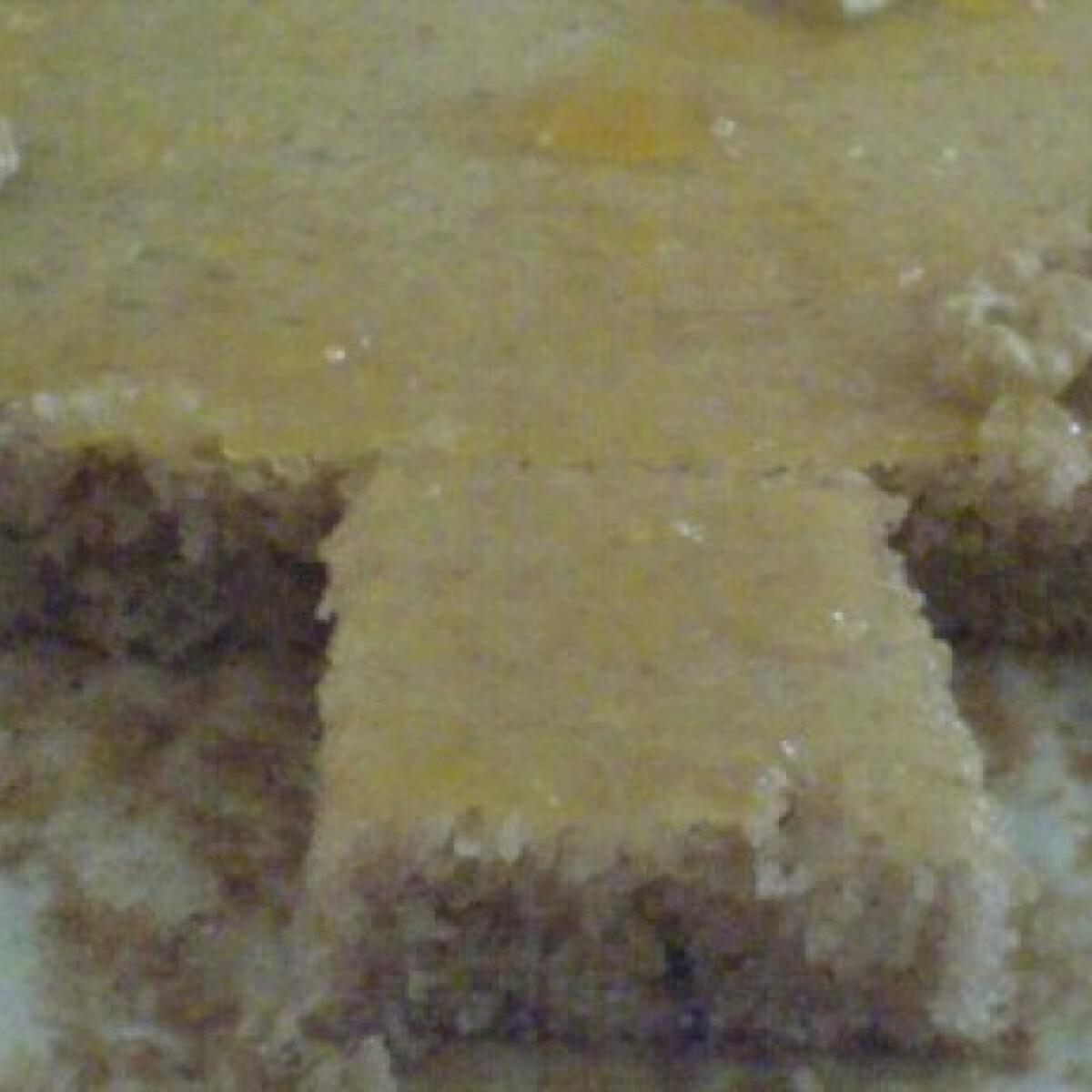 Ezen a képen: Tejfölös-diós szelet