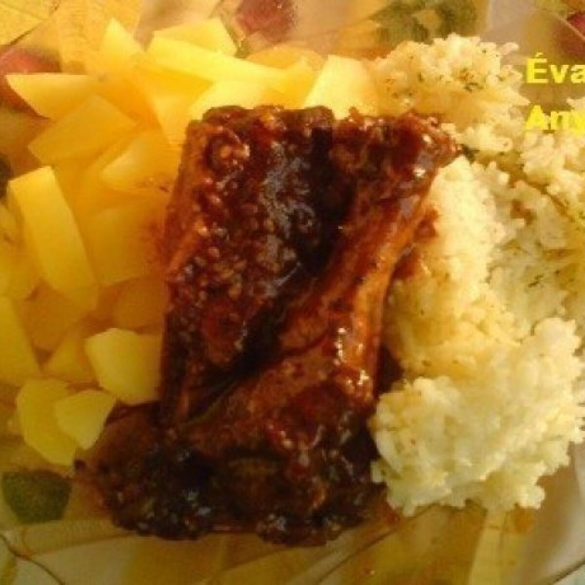 Ezen a képen: Édes-savanyú-chilis kacsaszárnytő