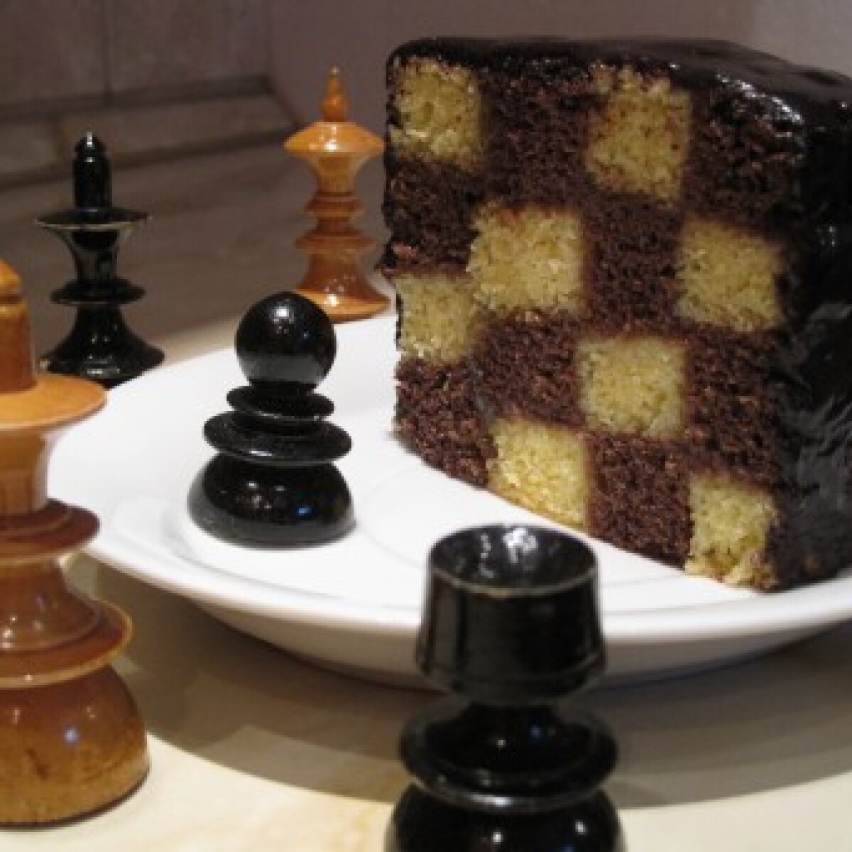 Ezen a képen: Sakkos sütemény