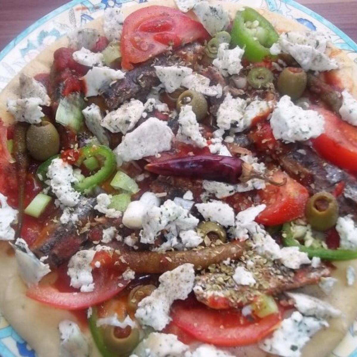 Pizza paradicsomos szardíniával és gomolyával