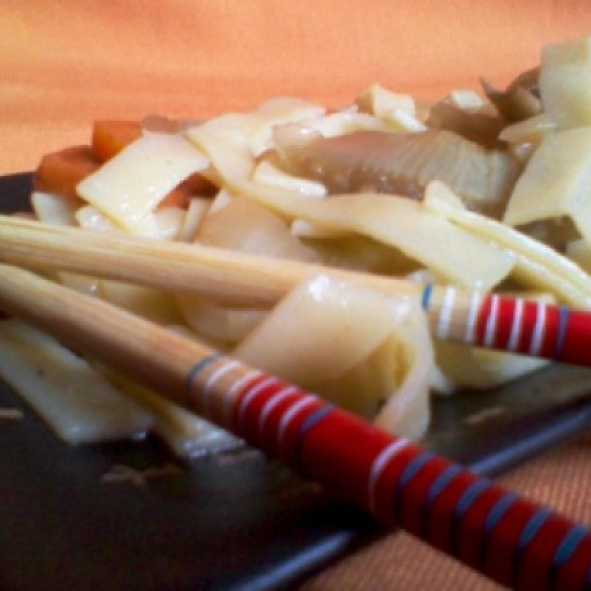 Ezen a képen: Kínai tészta vegetáriánusoknak is