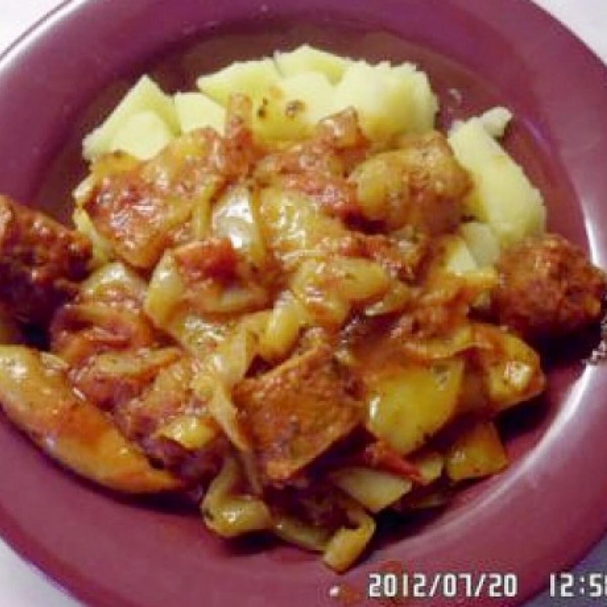 Ezen a képen: Bazsalikomos lecsó krumplival