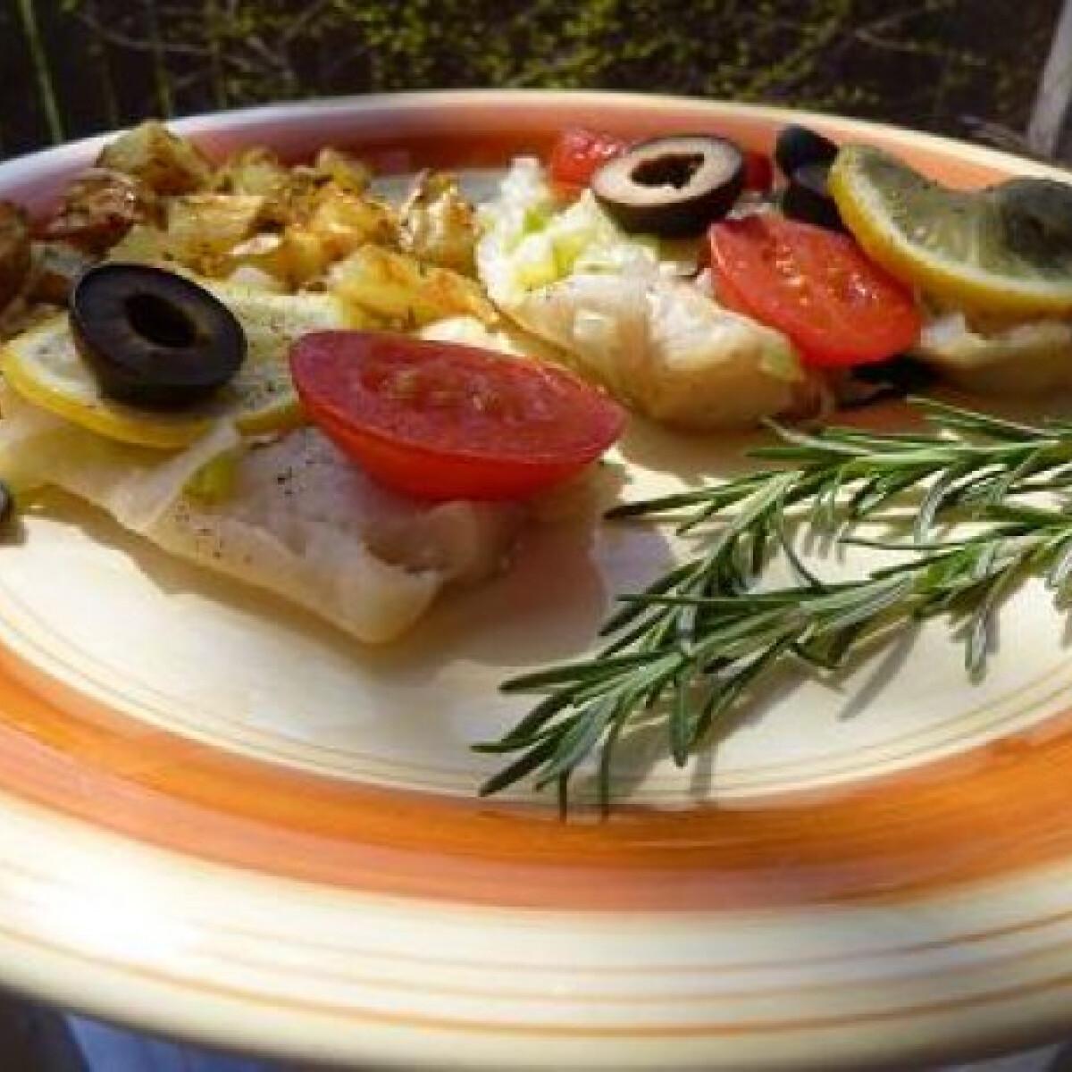 Ezen a képen: Mediterrán sült hal rozmaringos burgonyával