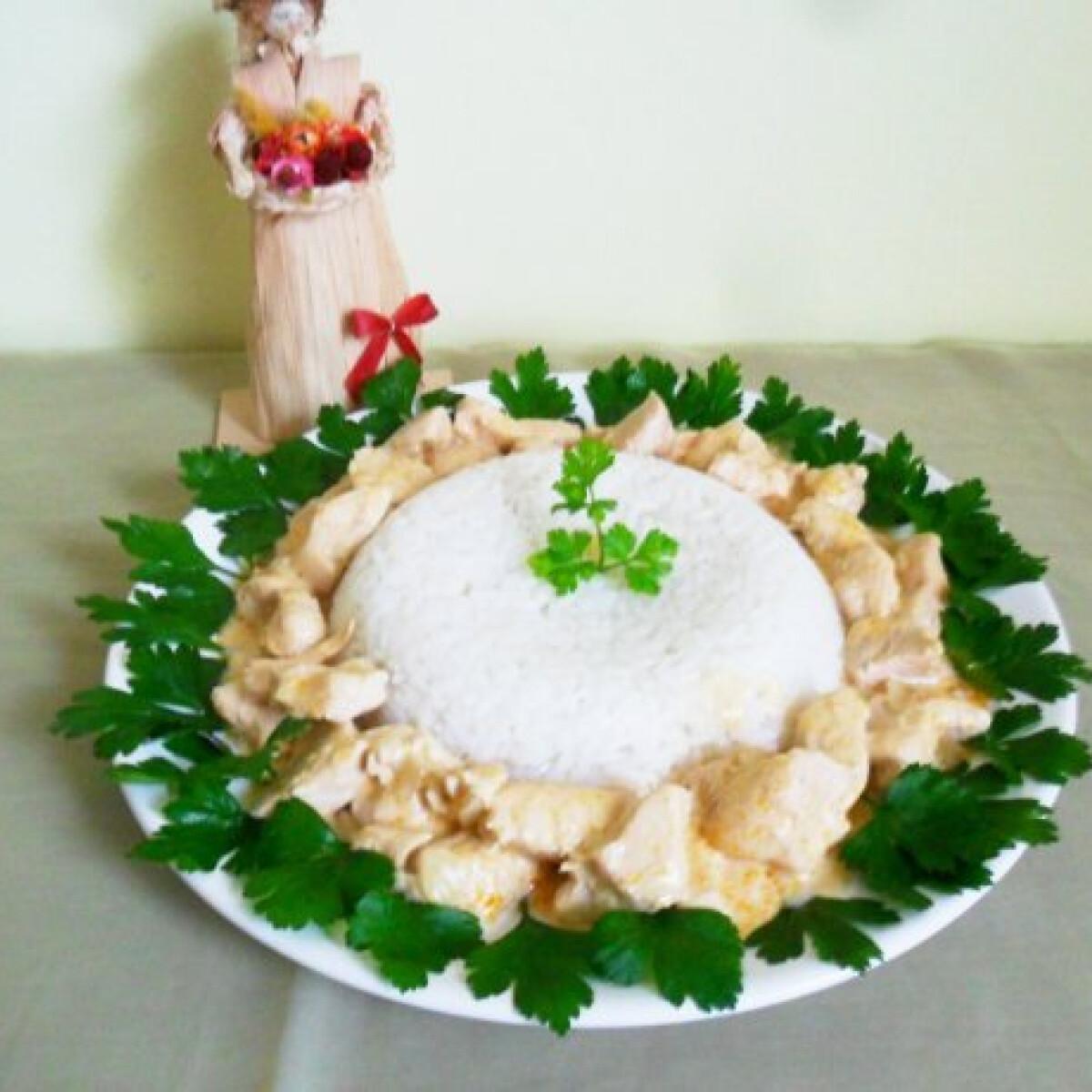 Ezen a képen: Sajtos-mustáros csirkemell ragu