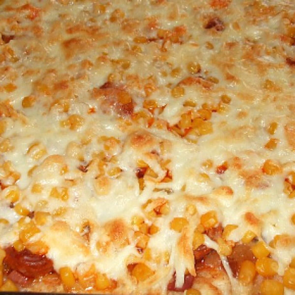Szalonnás-szalámis pizza lecsókolbásszal