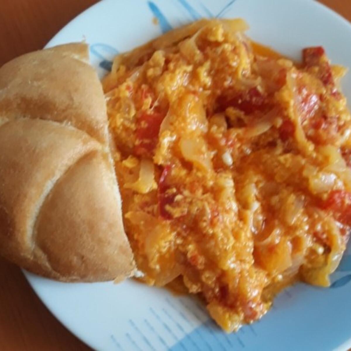 Ezen a képen: Tojásos lecsó ozsvarcs konyhájából