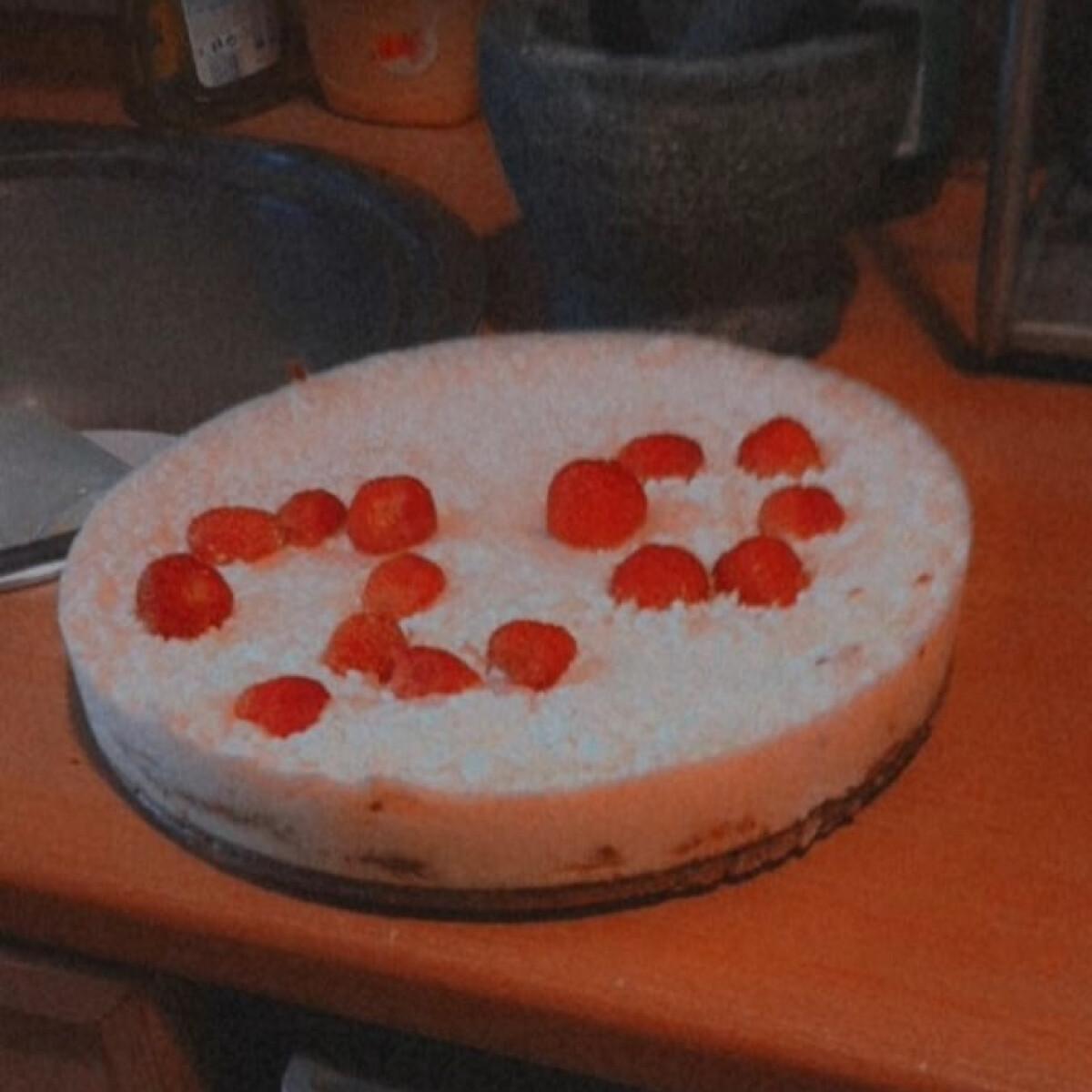Ezen a képen: Citromos-túrós fagylalttorta