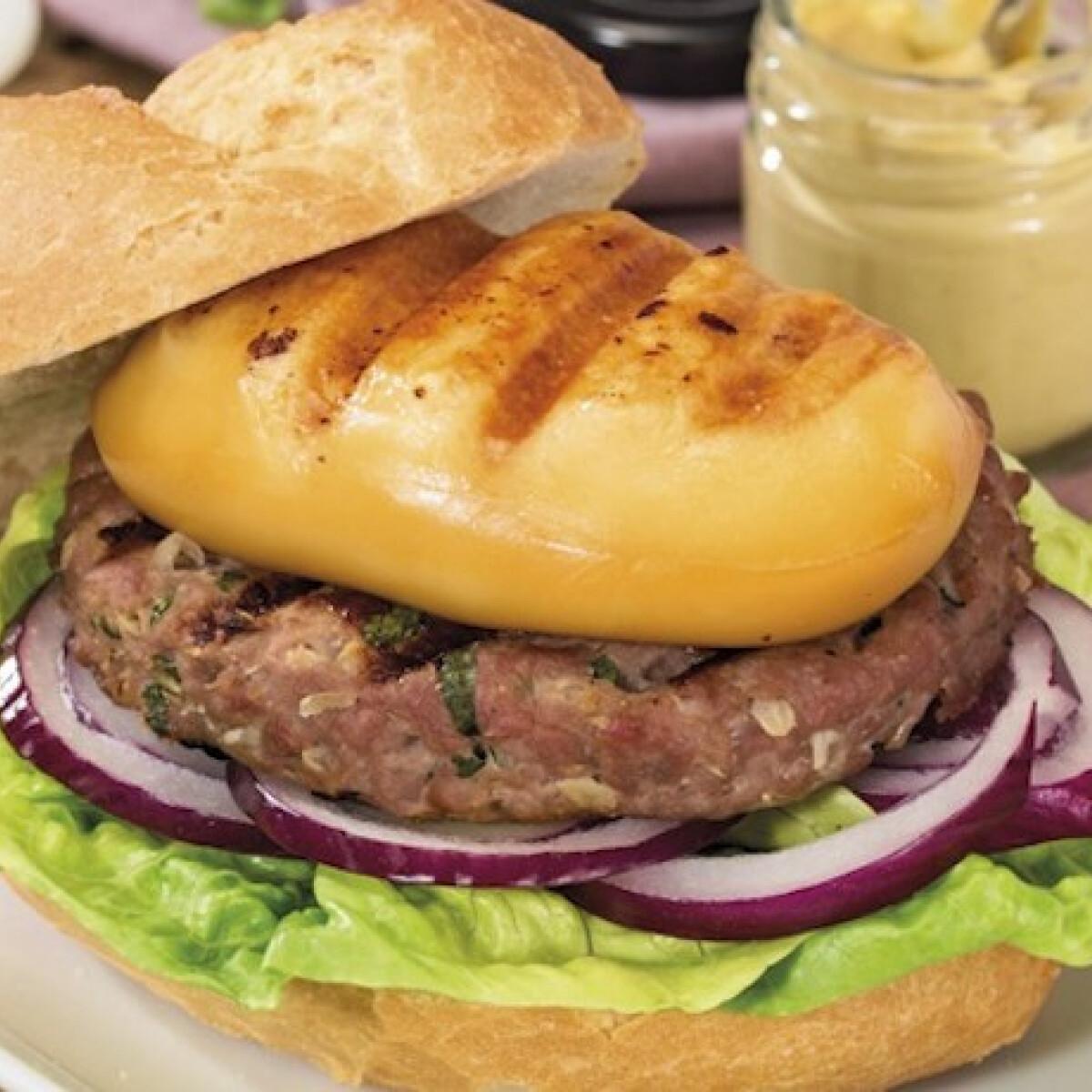 Ezen a képen: Ínyenc hamburger Karaván Grillsajttal