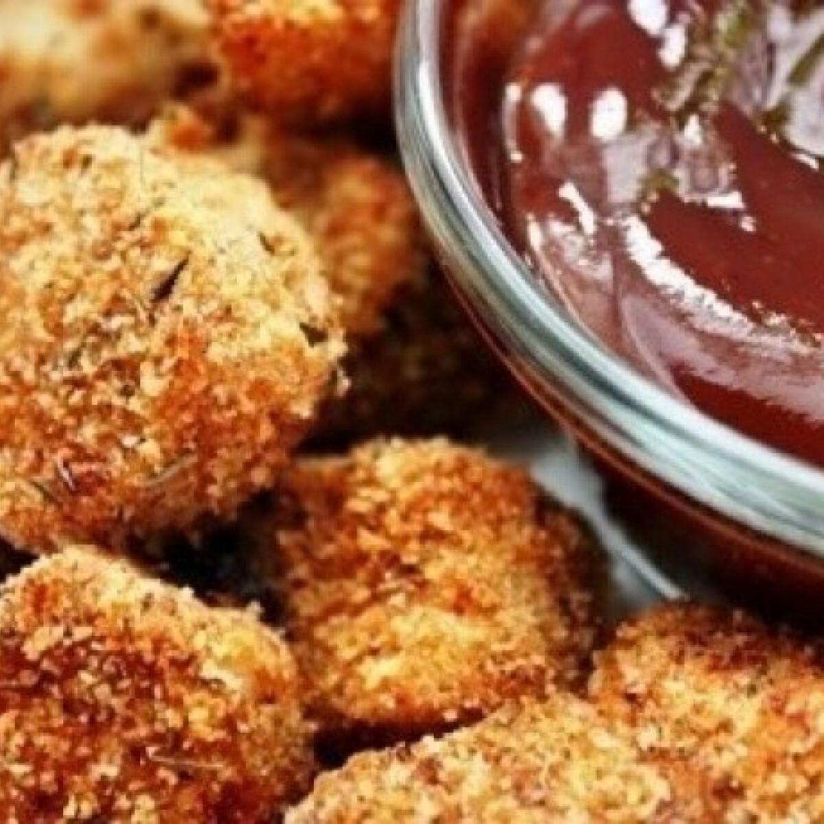 Ezen a képen: Chicken nuggets BBQ szósszal