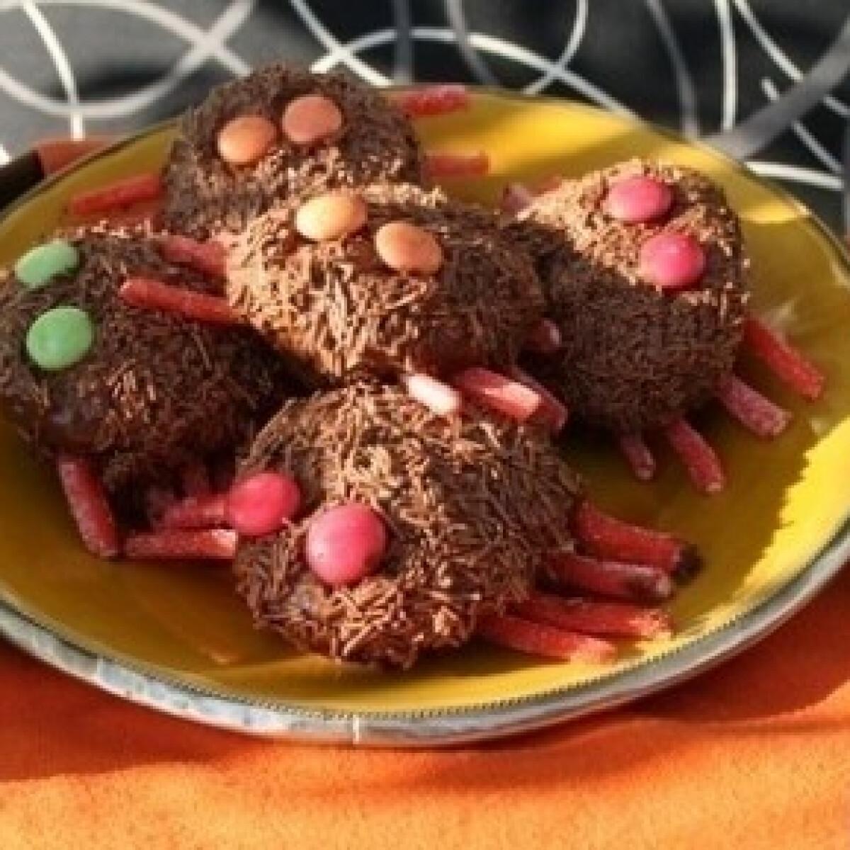 Ezen a képen: Halloween-i sütipók