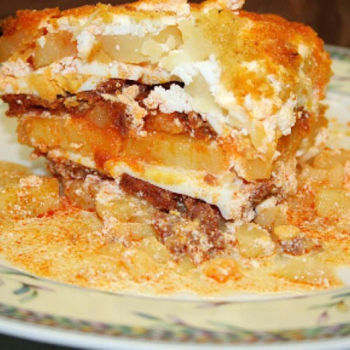 Ezen a képen: Rakott krumpli Vicikó konyhájából