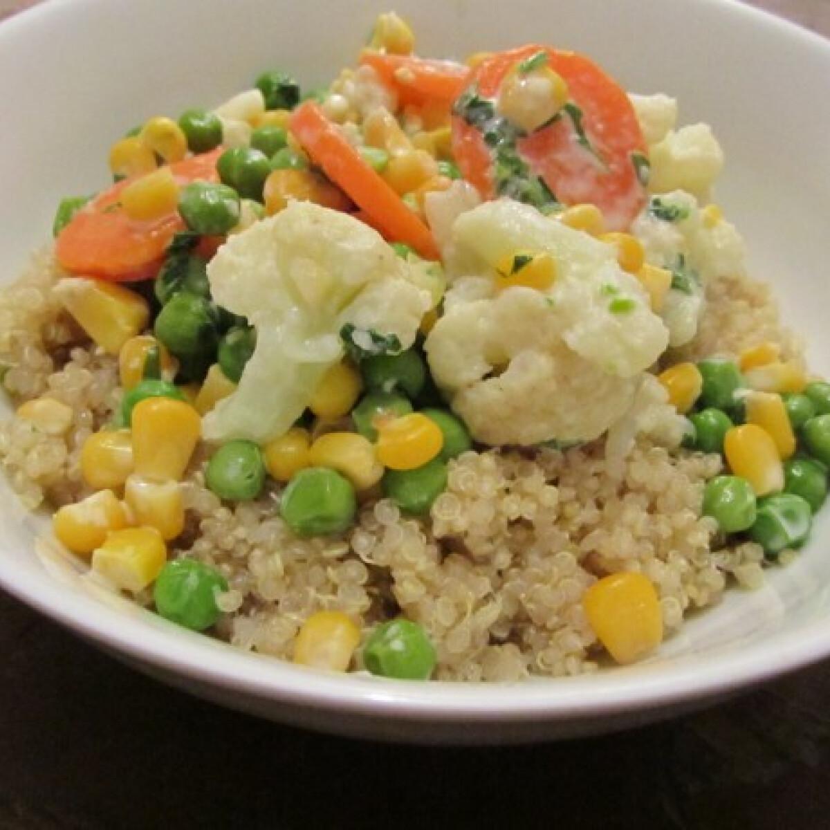 Ezen a képen: Zöldségragu citromos quinoával kókusztejjel
