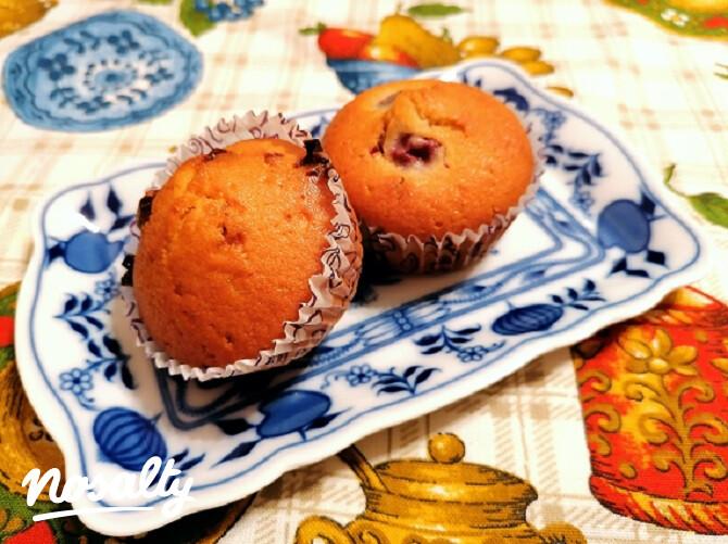 Ezen a képen: Meggyes és csokis muffin