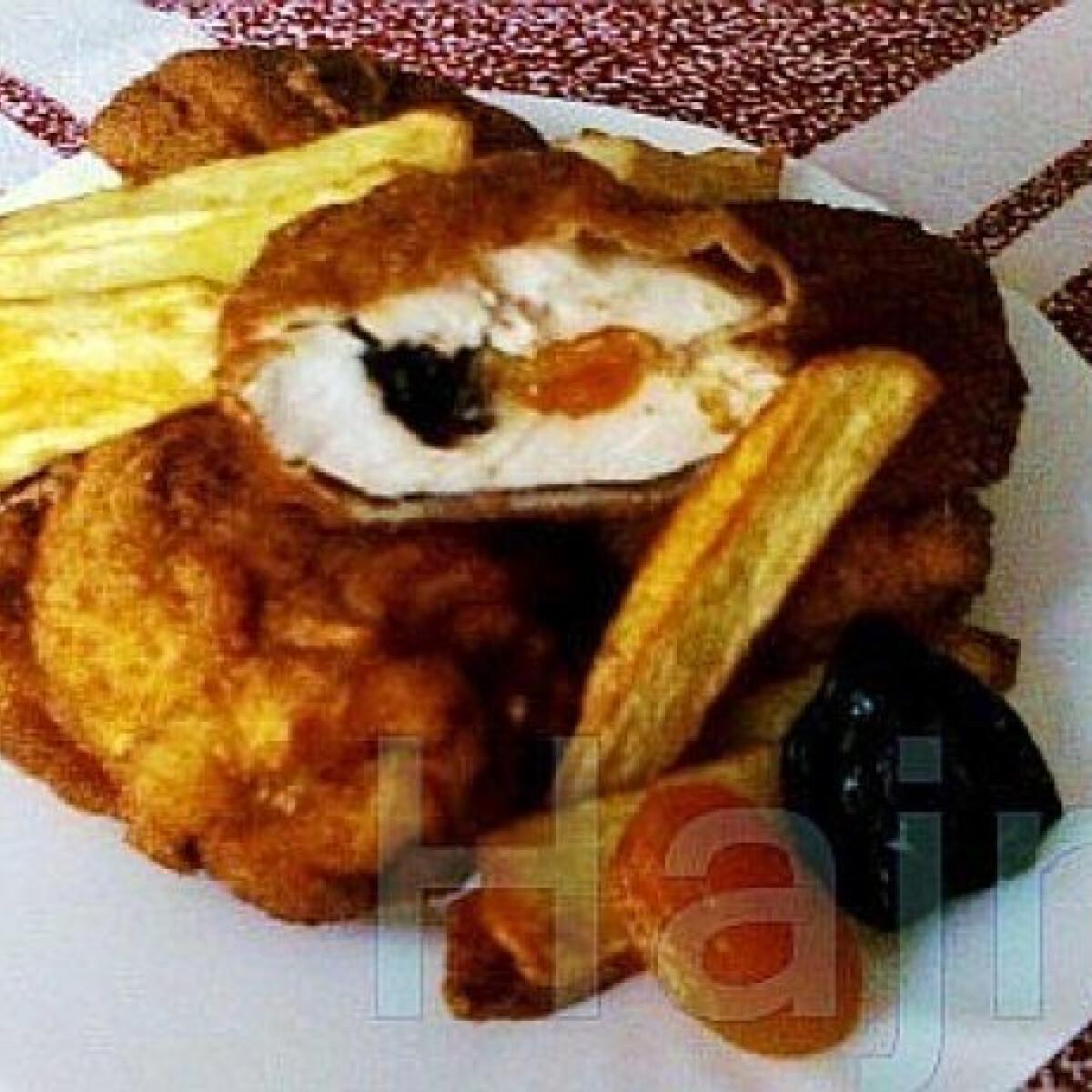 Ezen a képen: Aszalt gyümölcsös csirkemell