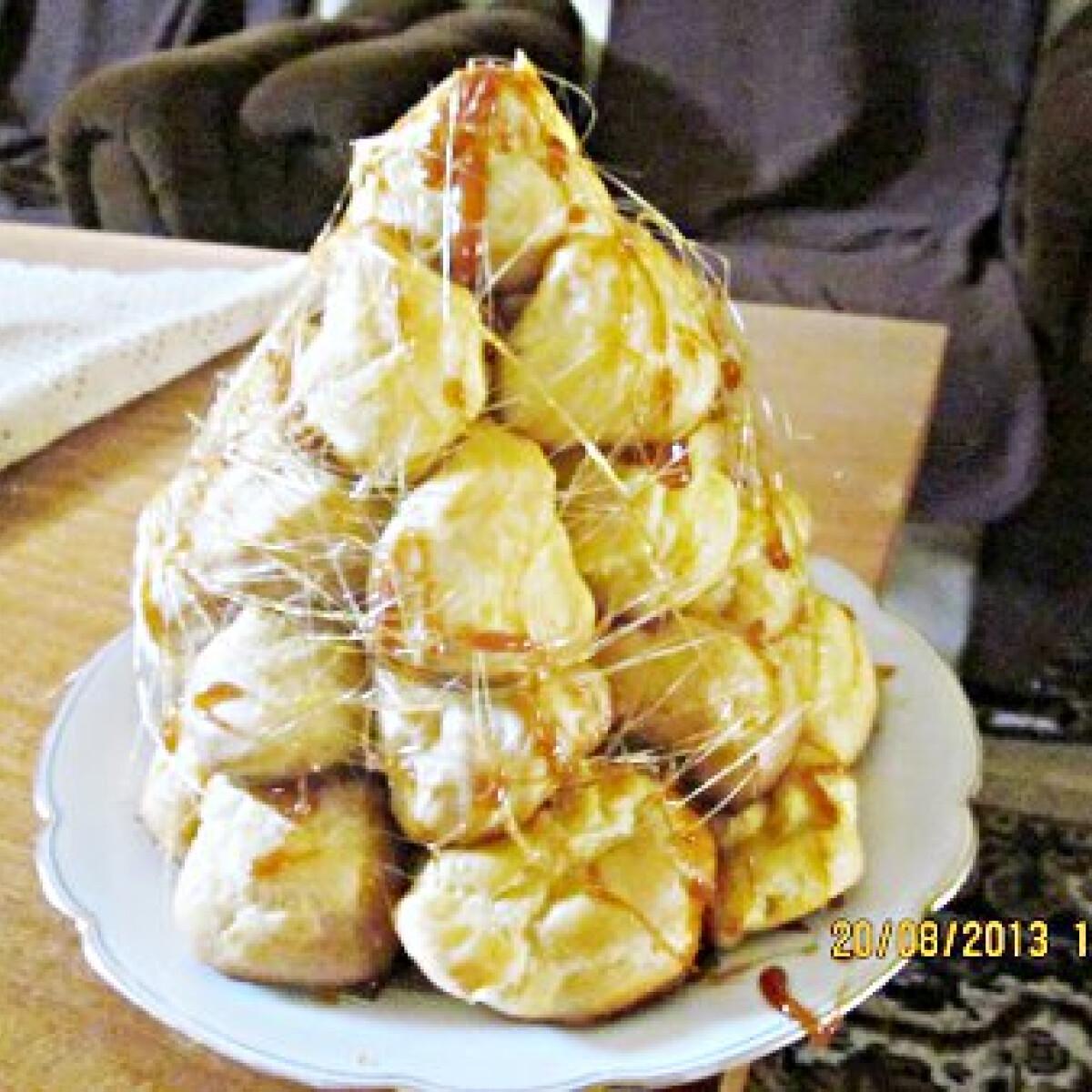 Ezen a képen: Croquembouche Beus konyhájából