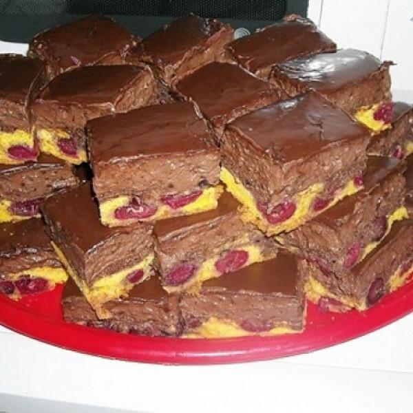 Csokis-meggyes kocka Moncsikától