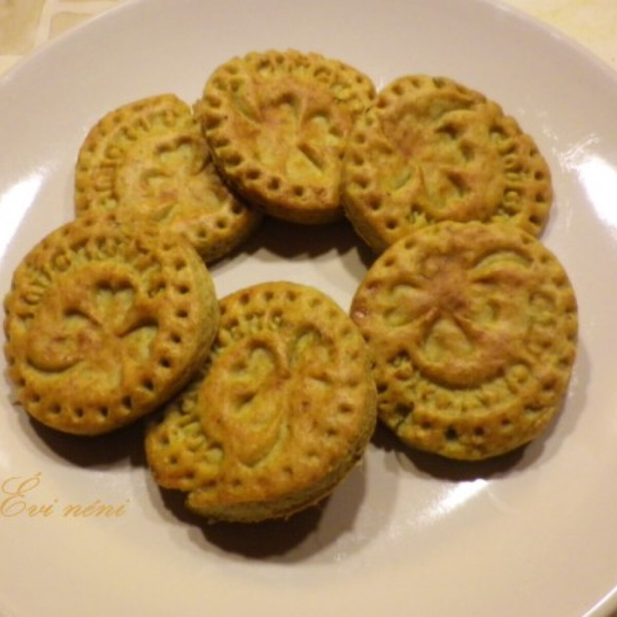 Ezen a képen: Pestos keksz