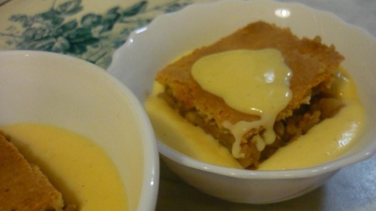 Omlós almás kocka házi vaníliamártásban