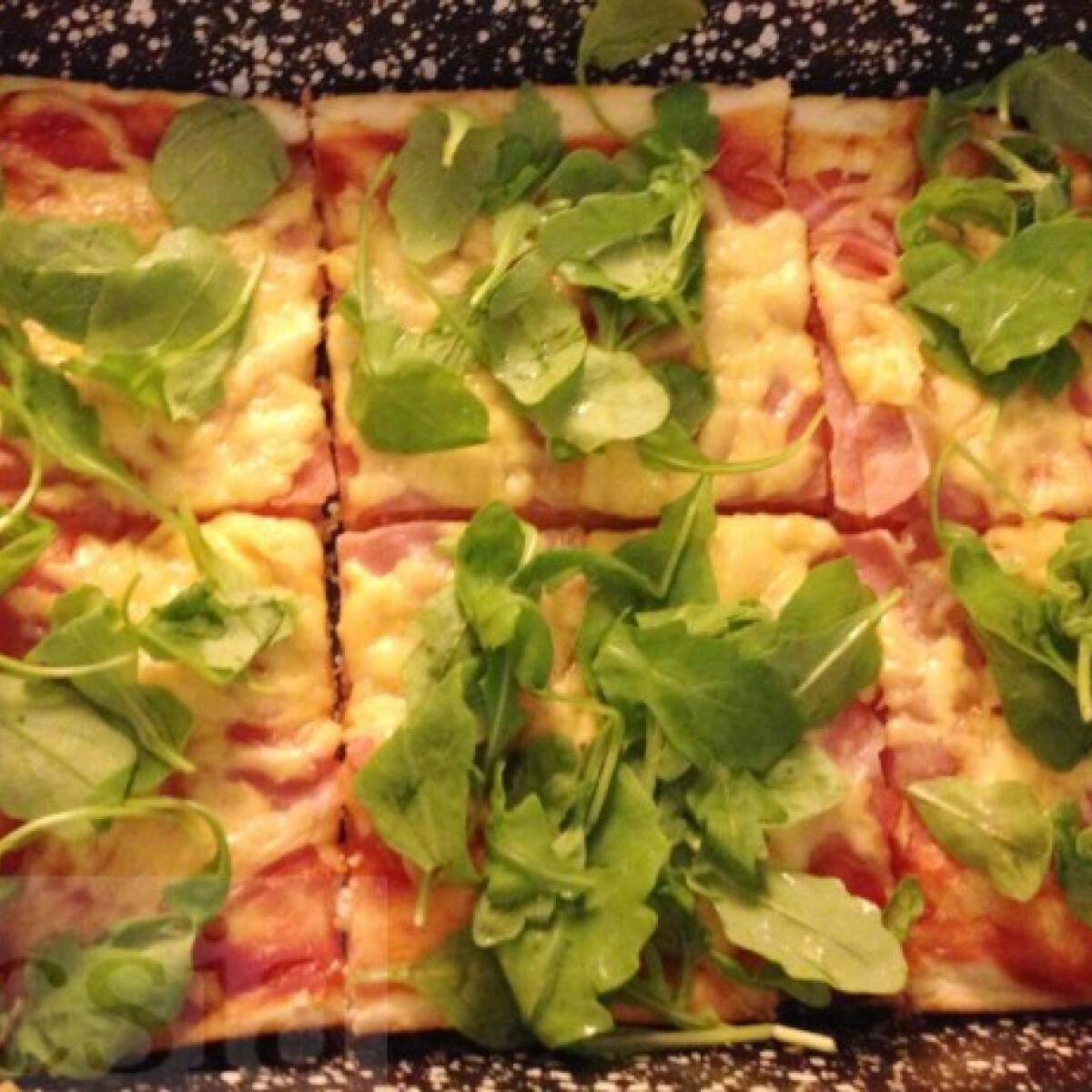 Ezen a képen: Rukkolás pizza