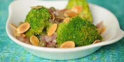 Lilahagymás-kapribogyós brokkoli