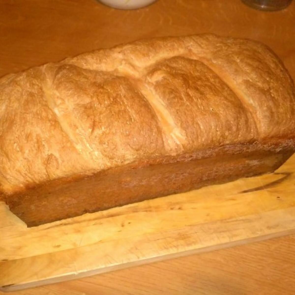 Ezen a képen: A legegyszerűbb fehér kenyér