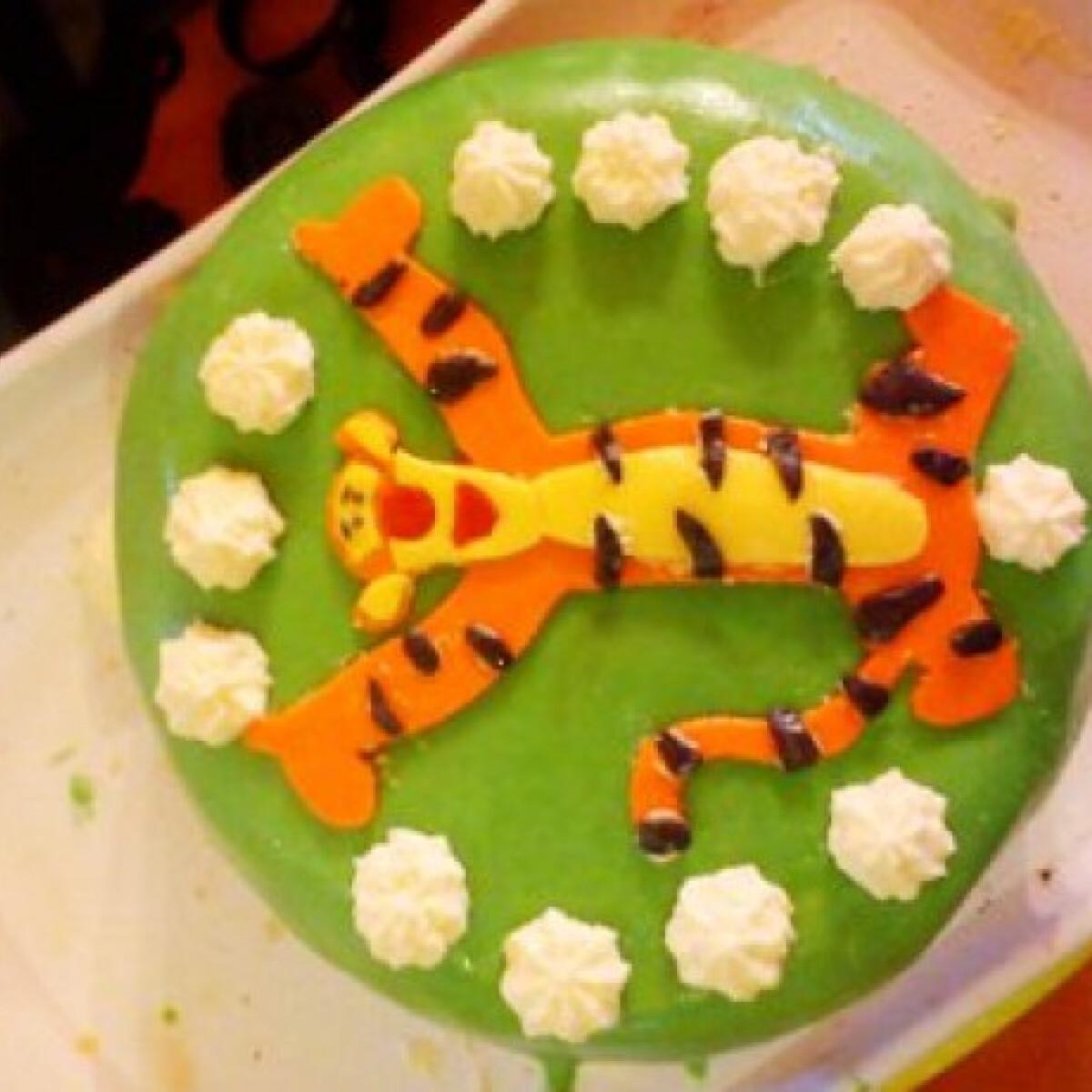 Ezen a képen: Csokis-meggyes szülinapi torta