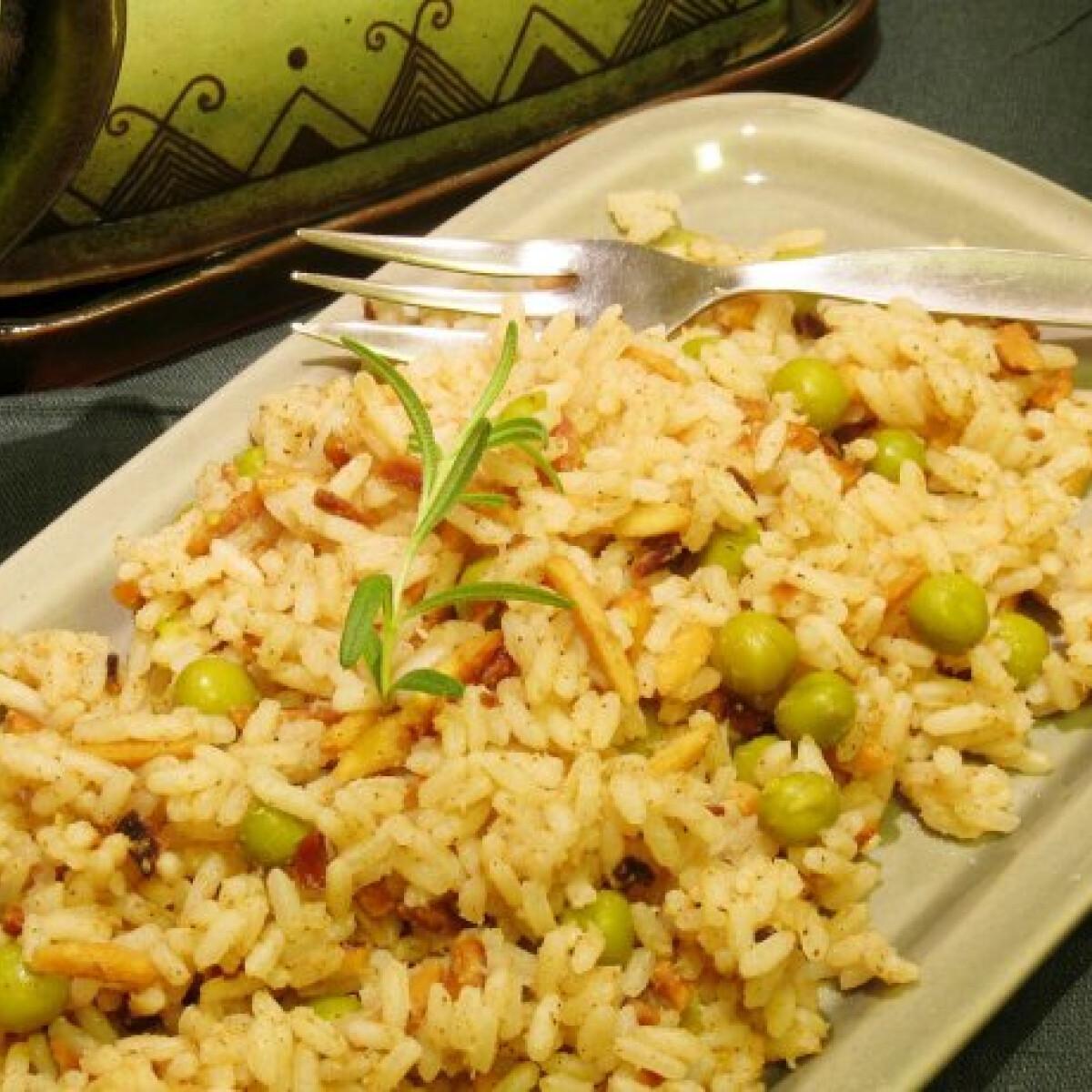 Ezen a képen: Mandulás fűszeres indiai rizs