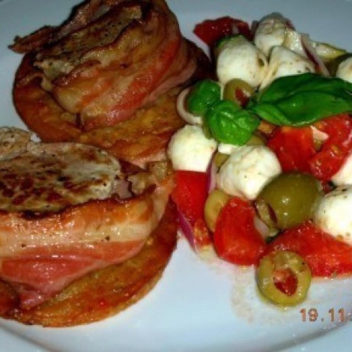 Ezen a képen: Sertésszűzérmék bacon köntösben lapcsánkán