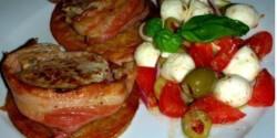 Sertésszűzérmék bacon köntösben lapcsánkán