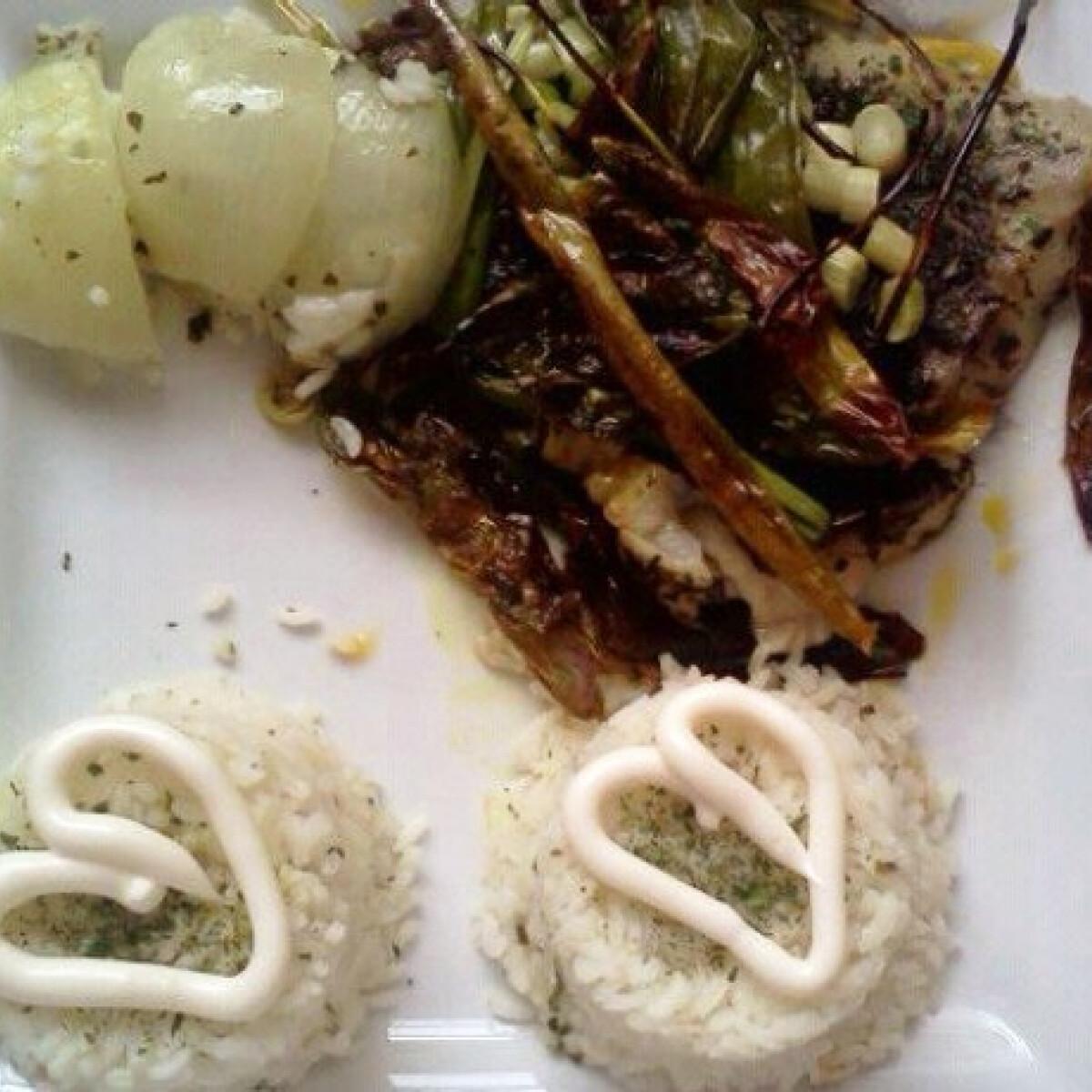 Ezen a képen: Medvehagymában sült hal