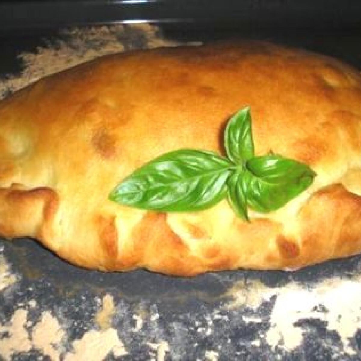 Ezen a képen: Calzone pizza Zsuzsamama konyhájából
