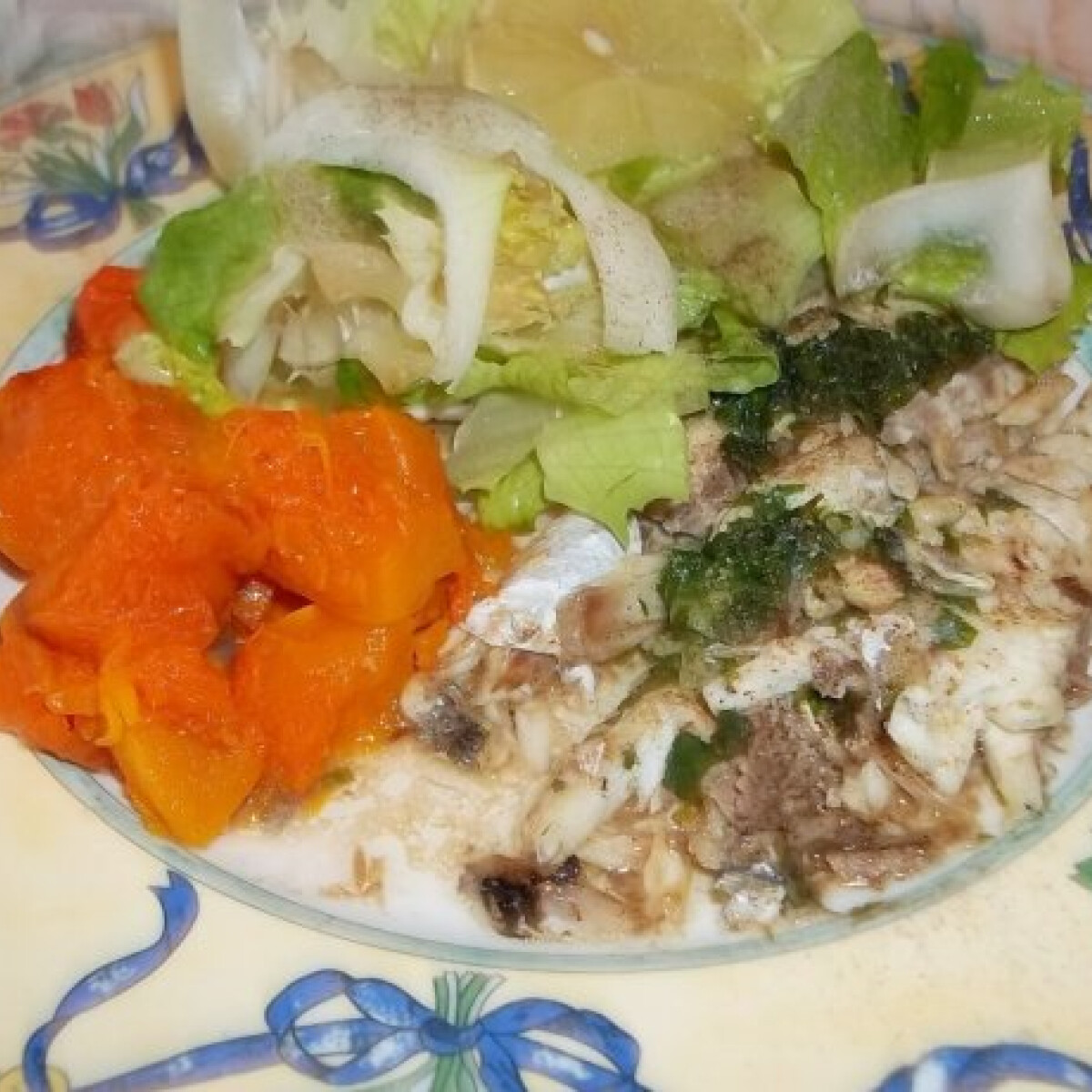 Ezen a képen: Sült tengeri sügér sütőtökkel és fejes salátával