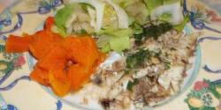 Sült tengeri sügér sütőtökkel és fejes salátával