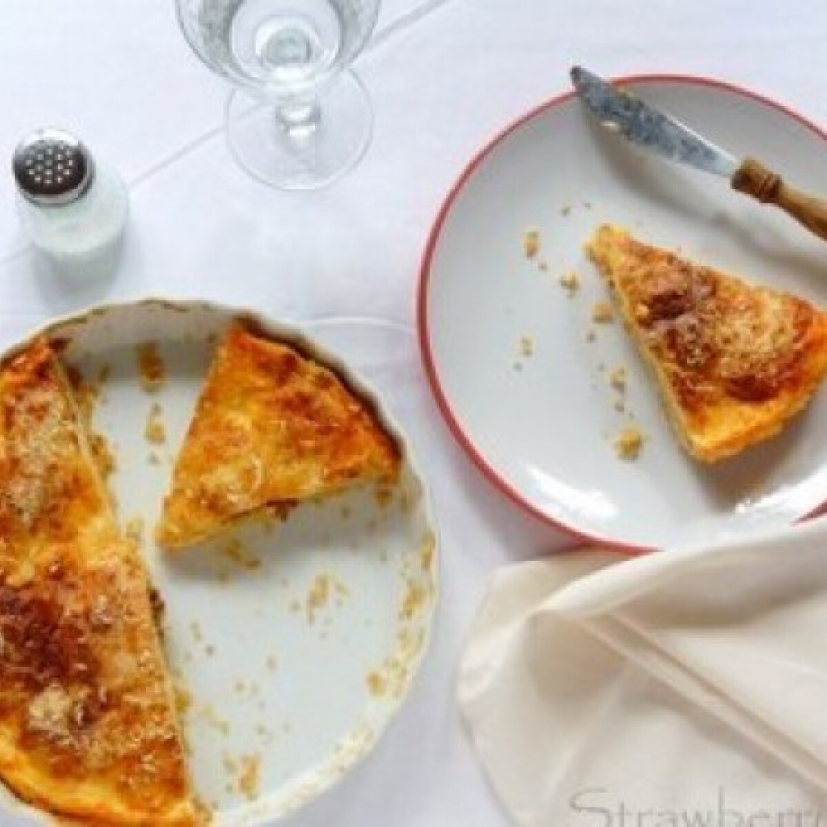 Ezen a képen: Rakott krumplis pite