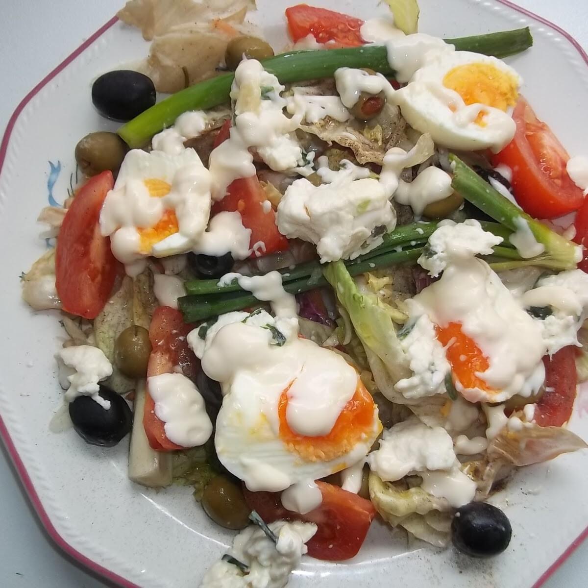 Ezen a képen: Majonézes saláta tojással és kecskesajttal
