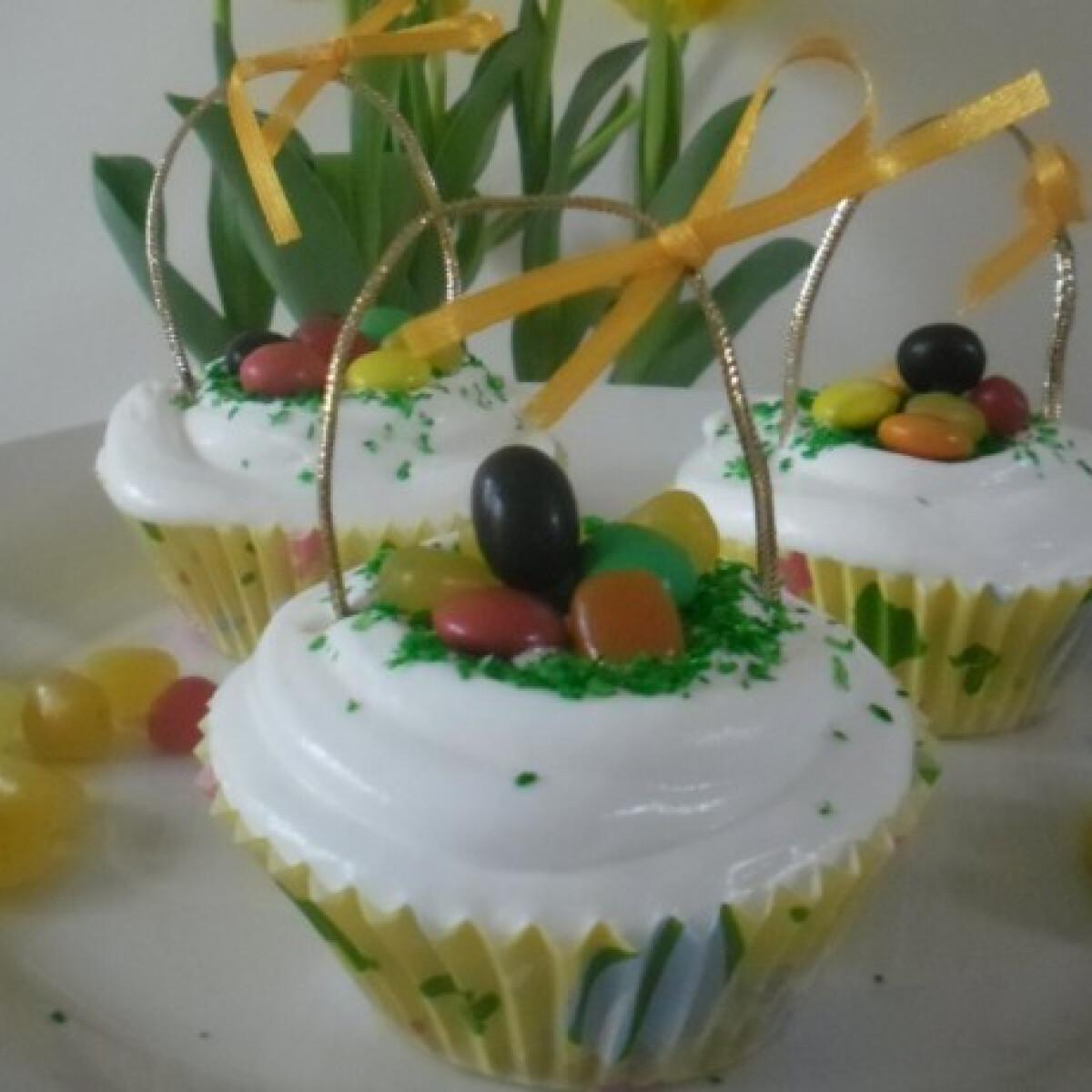 Ezen a képen: Húsvéti muffinkosár