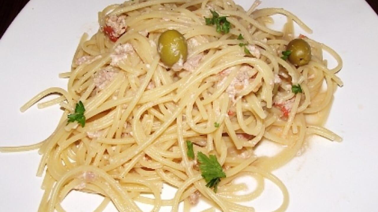 Spagetti tonhalas-fehérboros mártással