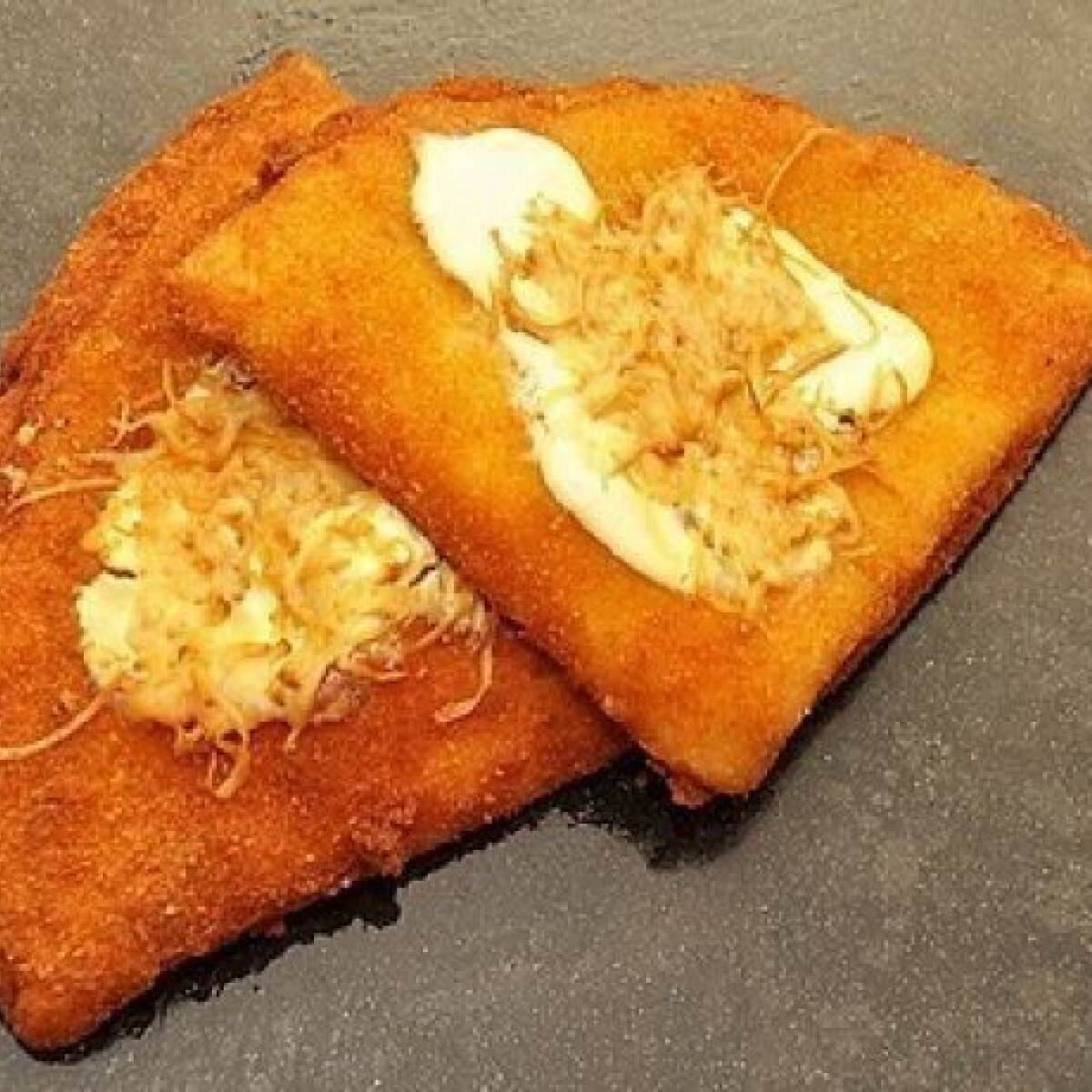 Ezen a képen: Füstölt sajttal töltött rántott palacsinta