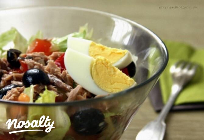 Ezen a képen: Nizzai saláta ahogy eztettem készíti