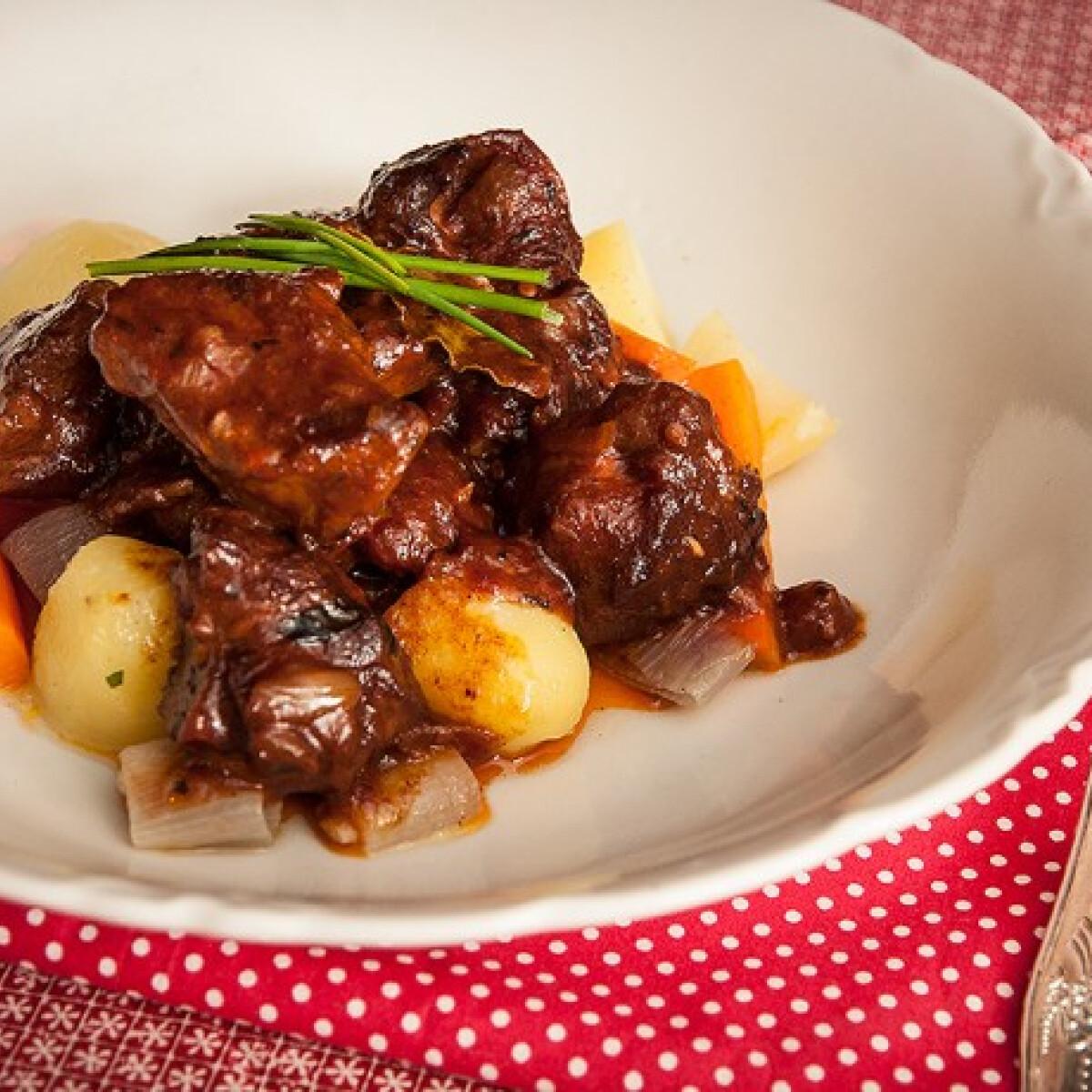 Ezen a képen: Francia bárányragu párolt zöldségekkel