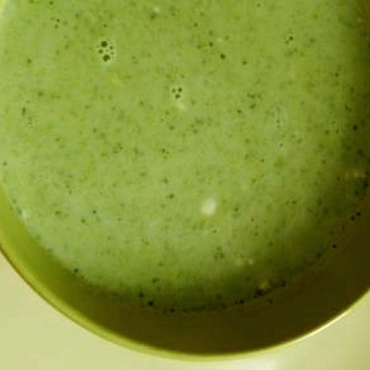 Ezen a képen: Brokkolikrémleves sok tejjel